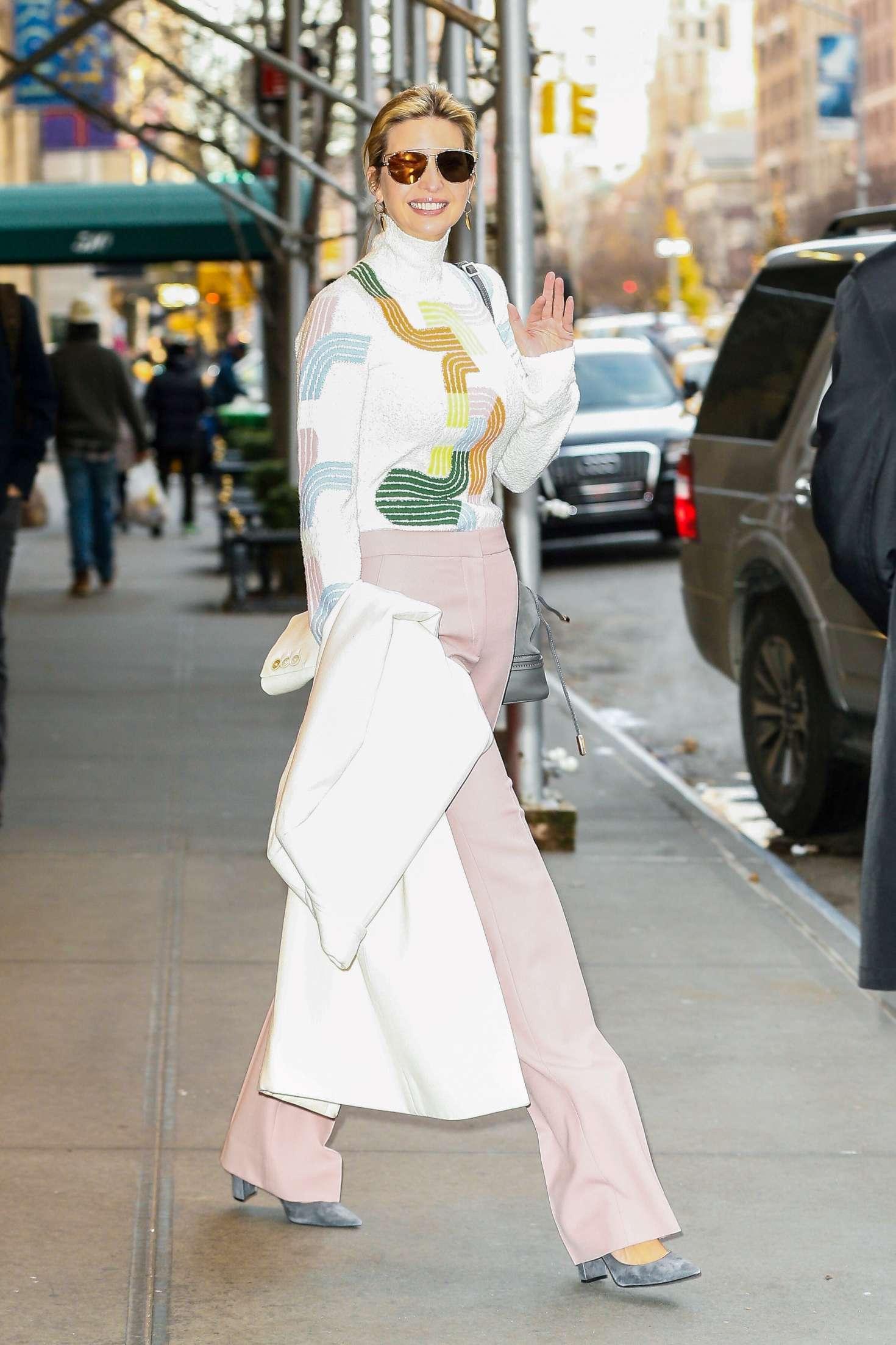 Ivanka Trump 2016 : Ivanka Trump heading to work in New York City -03