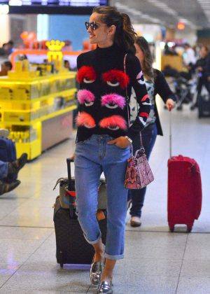 Izabel Goulart at Rio Airport in Brazil