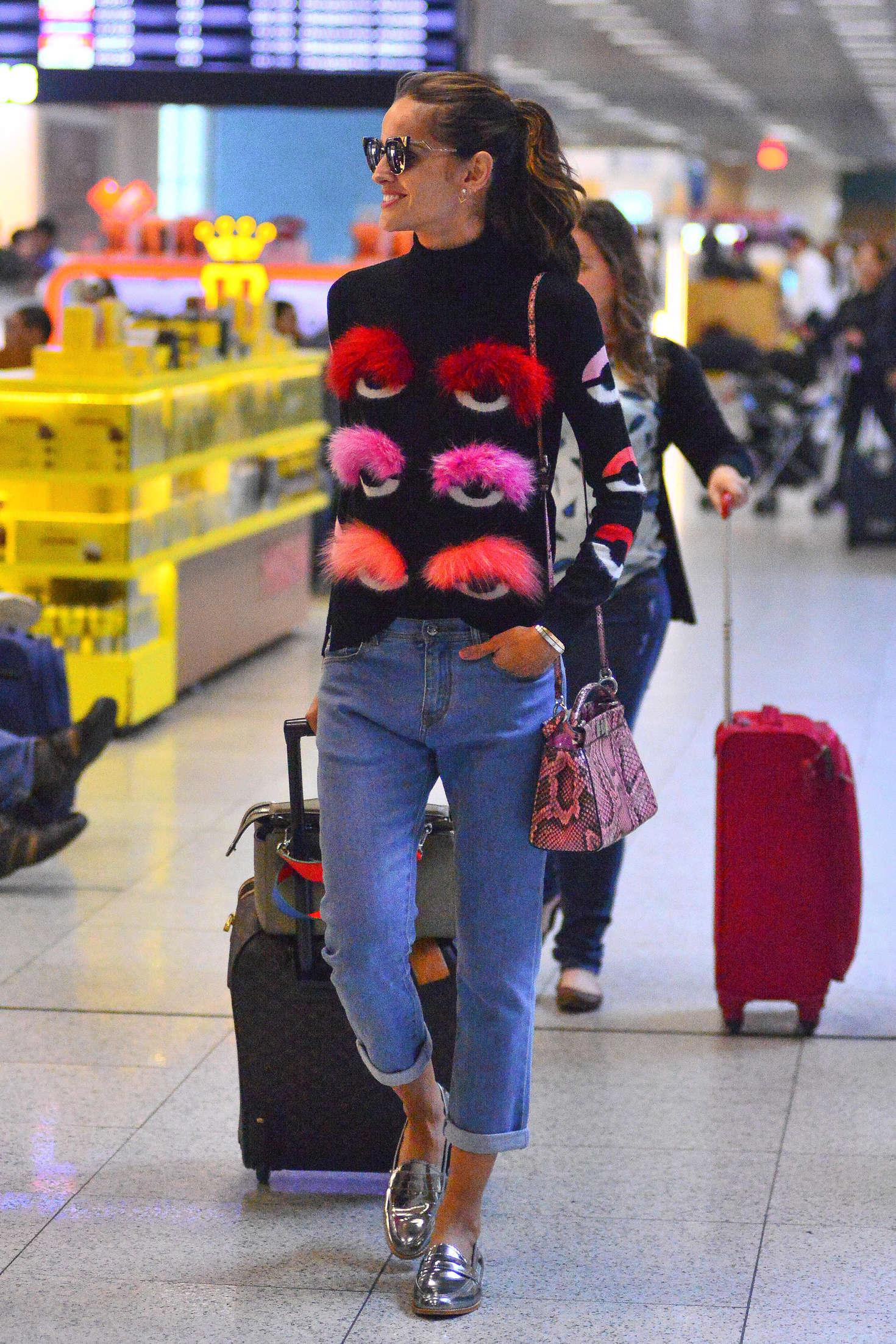 Izabel Goulart at Rio Airport in Brazil