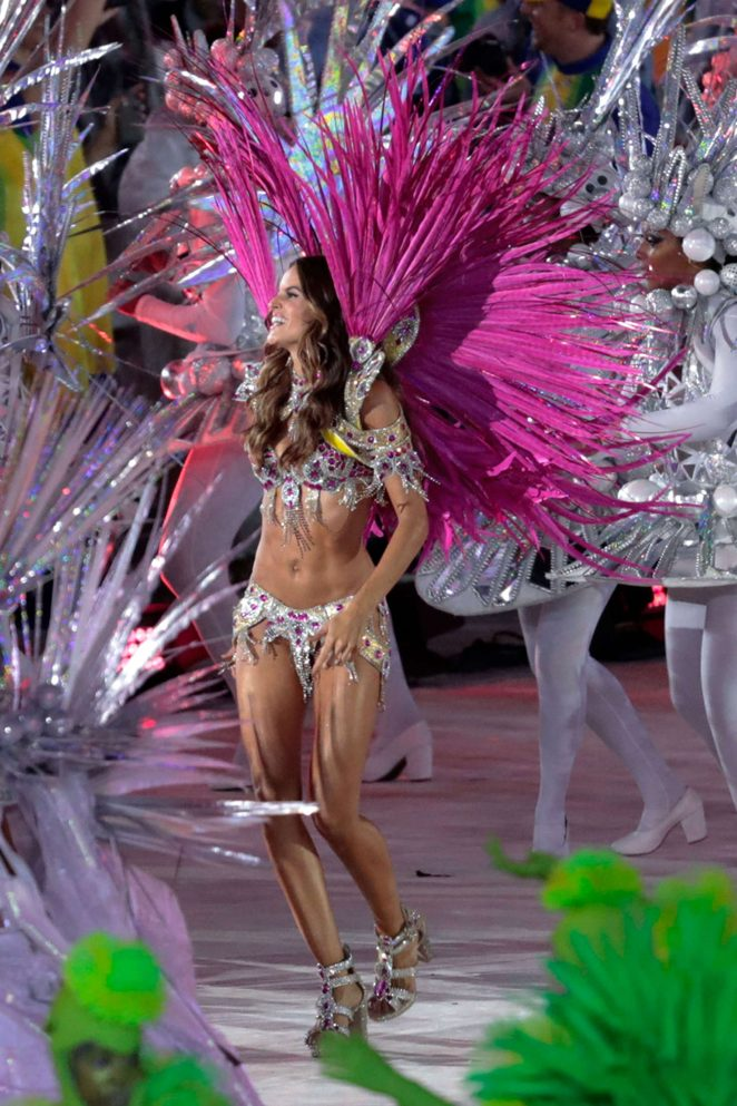 Izabel Goulart – Closing Ceremony for the 2016 Rio Olympics in Brazil