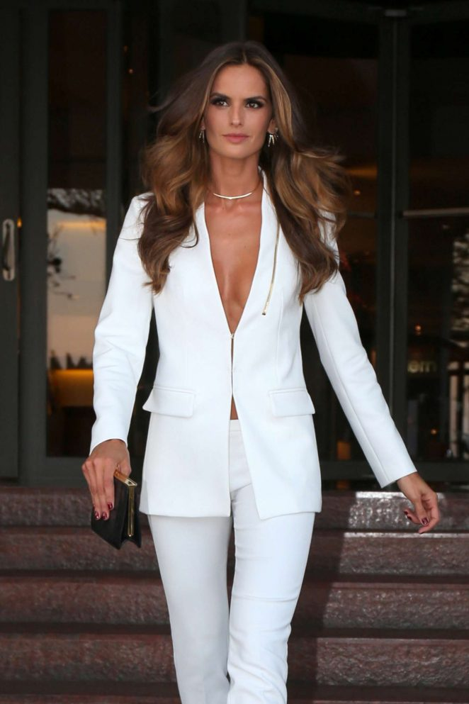 Izabel Goulart: Heads to Maracana Stadium for the opening ceremony of Olympic Games -07