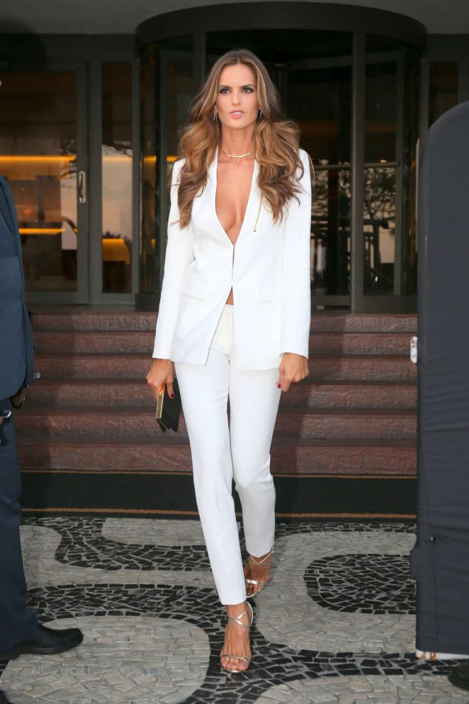 Izabel Goulart: Heads to Maracana Stadium for the opening ceremony of Olympic Games -08