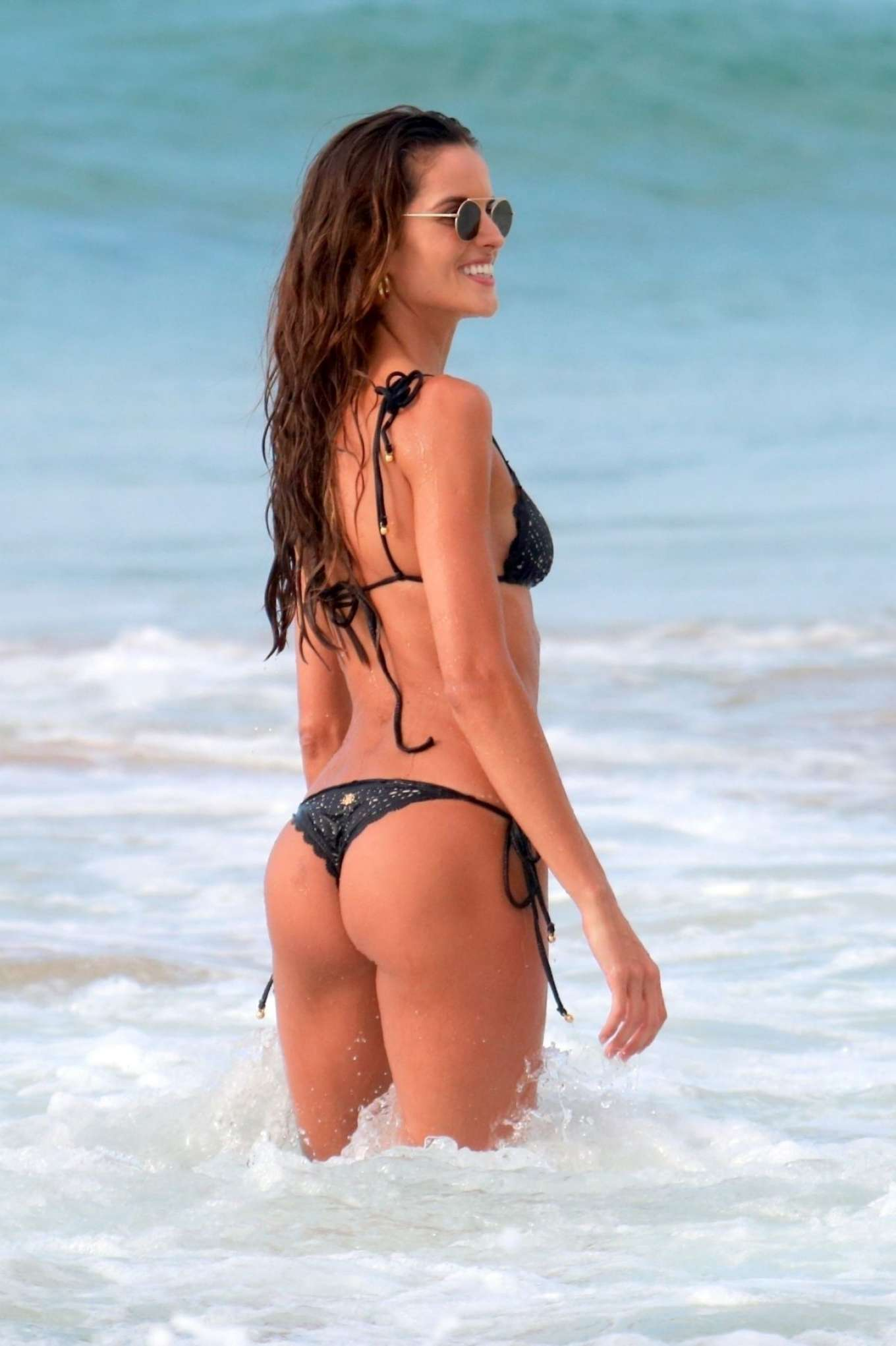 Izabel Goulart in Bikini at Cacimba Do Padre Beach in Fernando De Noronha Pic 5 of 35