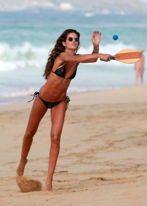 Izabel Goulart in Bikini at Cacimba Do Padre Beach in Fernando De Noronha Pic 6 of 35