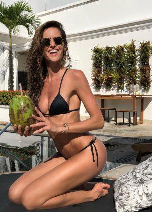 Izabel Goulart in Bikini - Hot Personal Pics