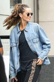 Izabel Goulart - Out for a stroll in New York