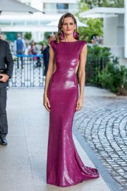 Izabel Goulart - Outside the Hotel Martinez in Cannes