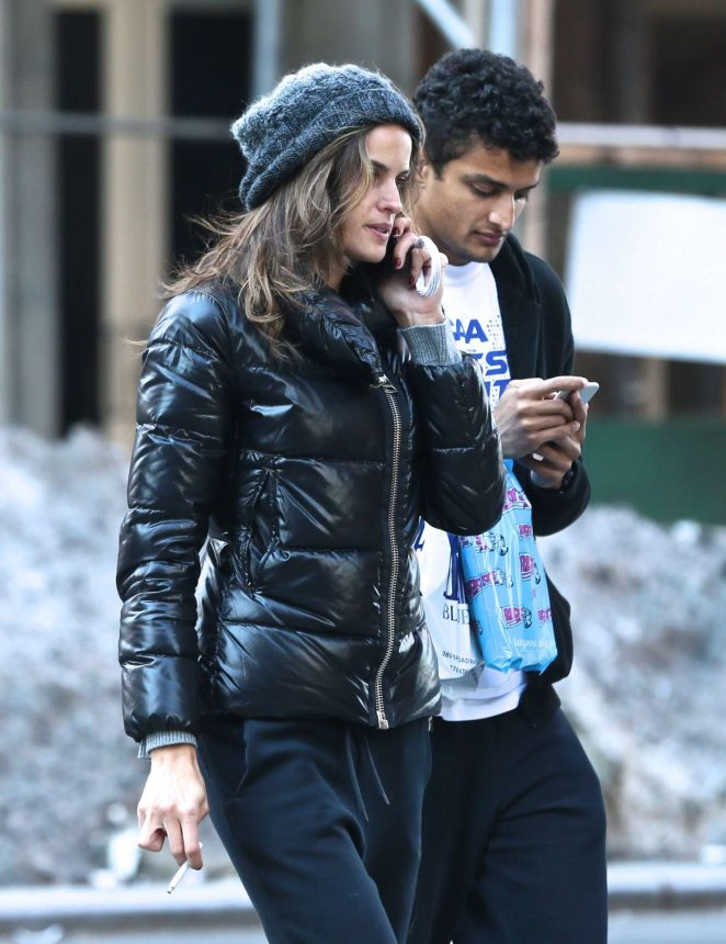 Izabel Goulart with her brother shopping in New York