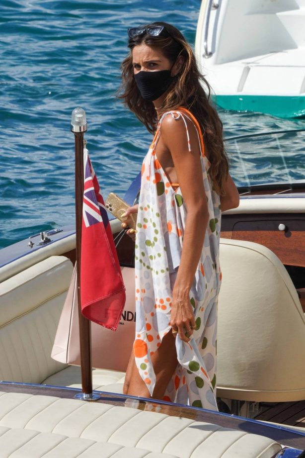 Izabel Goulart - Without fiance Kevin Trapp in St. Barths