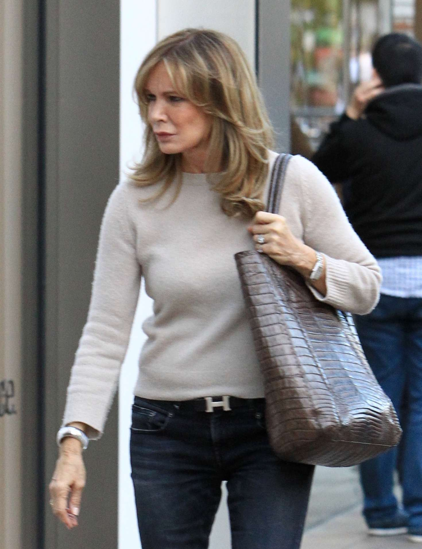89969ecf11 Jaclyn Smith  Holiday shopping at The Grove -04 – GotCeleb