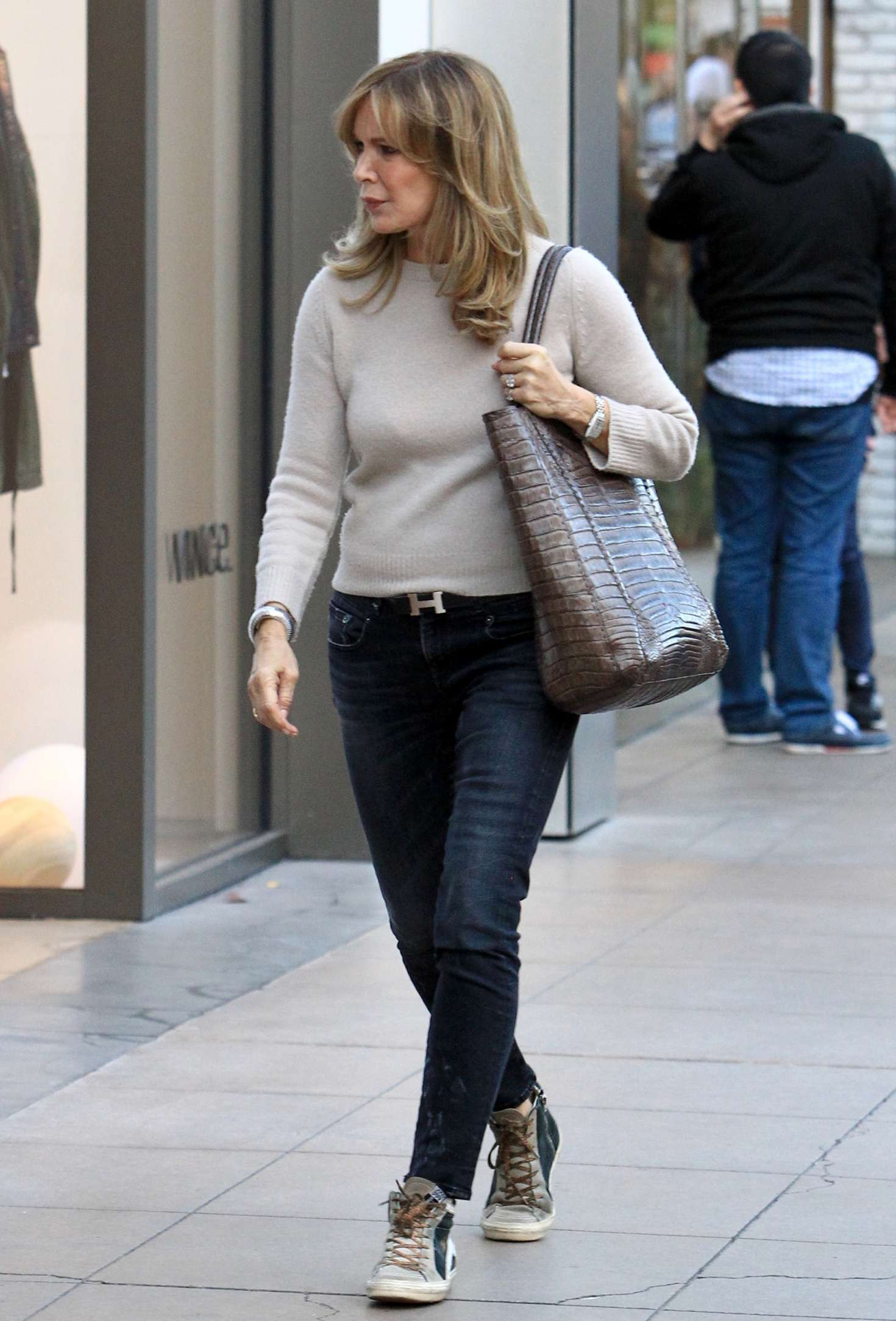 1a1a298fbd Jaclyn Smith  Holiday shopping at The Grove -06 – GotCeleb