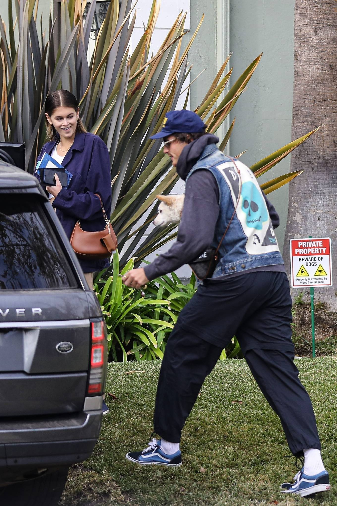 Kaia Gerber 2020 : Jacob Elordi and Kaia Gerber – Heading to grab coffee in Santa Monica-02