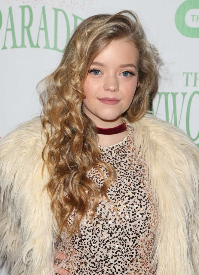 Jade Pettyjohn - 85th Annual Hollywood Christmas Parade in Hollywood