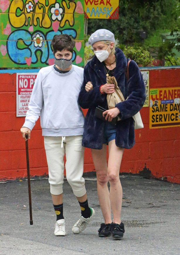 Jaime King and Selma Blair - Leave the Laurel Canyon Country Store in the Hollywood Hills