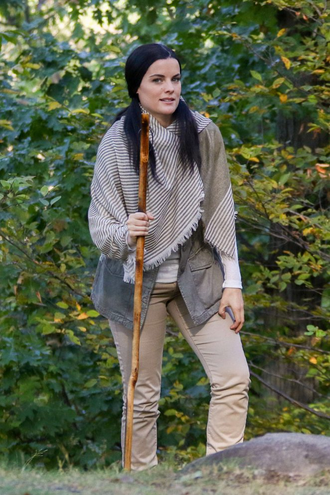Jaimie Alexander - Films scenes for the NBC drama 'Blindspot' in New York