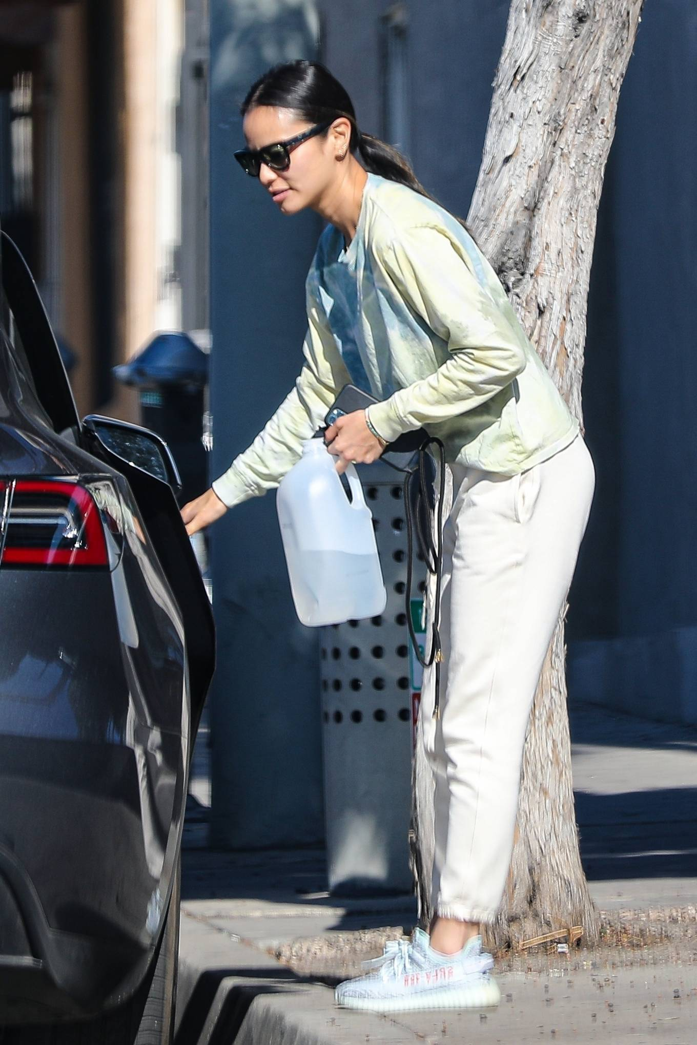 Jamie Chung - Shopping candids at Whole Foods in West Hollywood