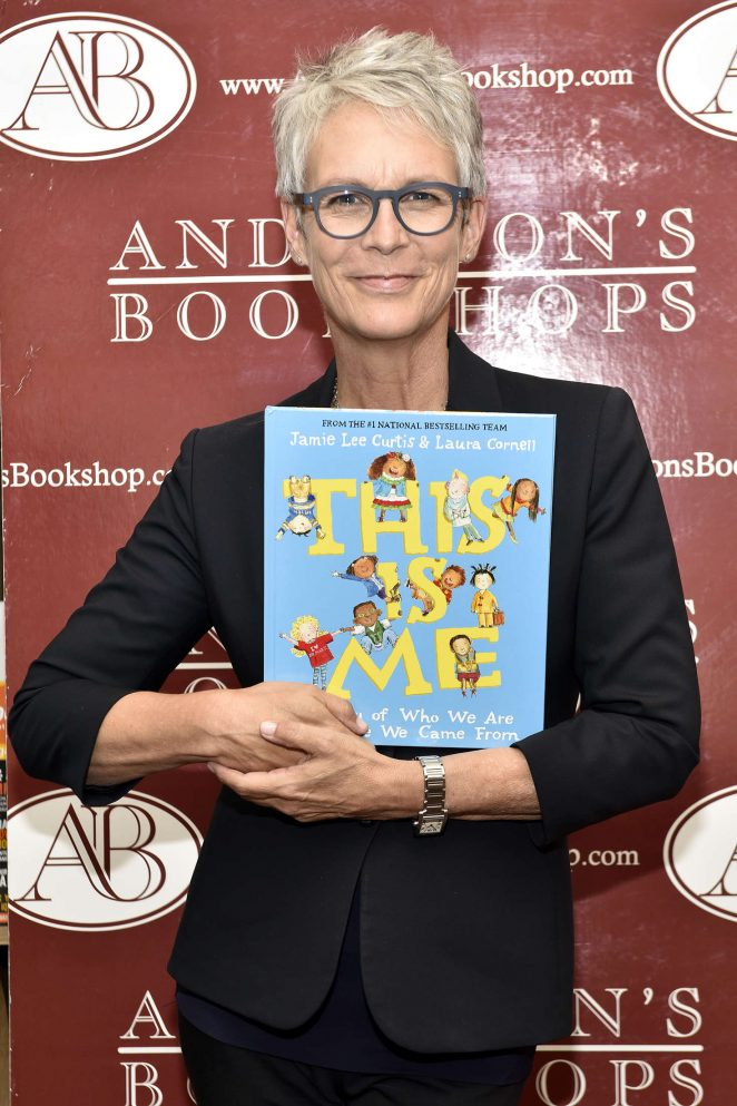 Jamie Lee Curtis - Signs copies of her new book 'This is Me' in Illinois