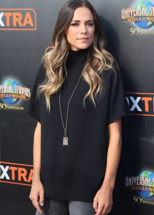 Jana Kramer on Extra at Universal Studios in Los Angeles