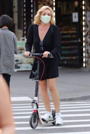 Jane Krakowski - Enjoying a scooter ride around Manhattan's West Village neighborhood