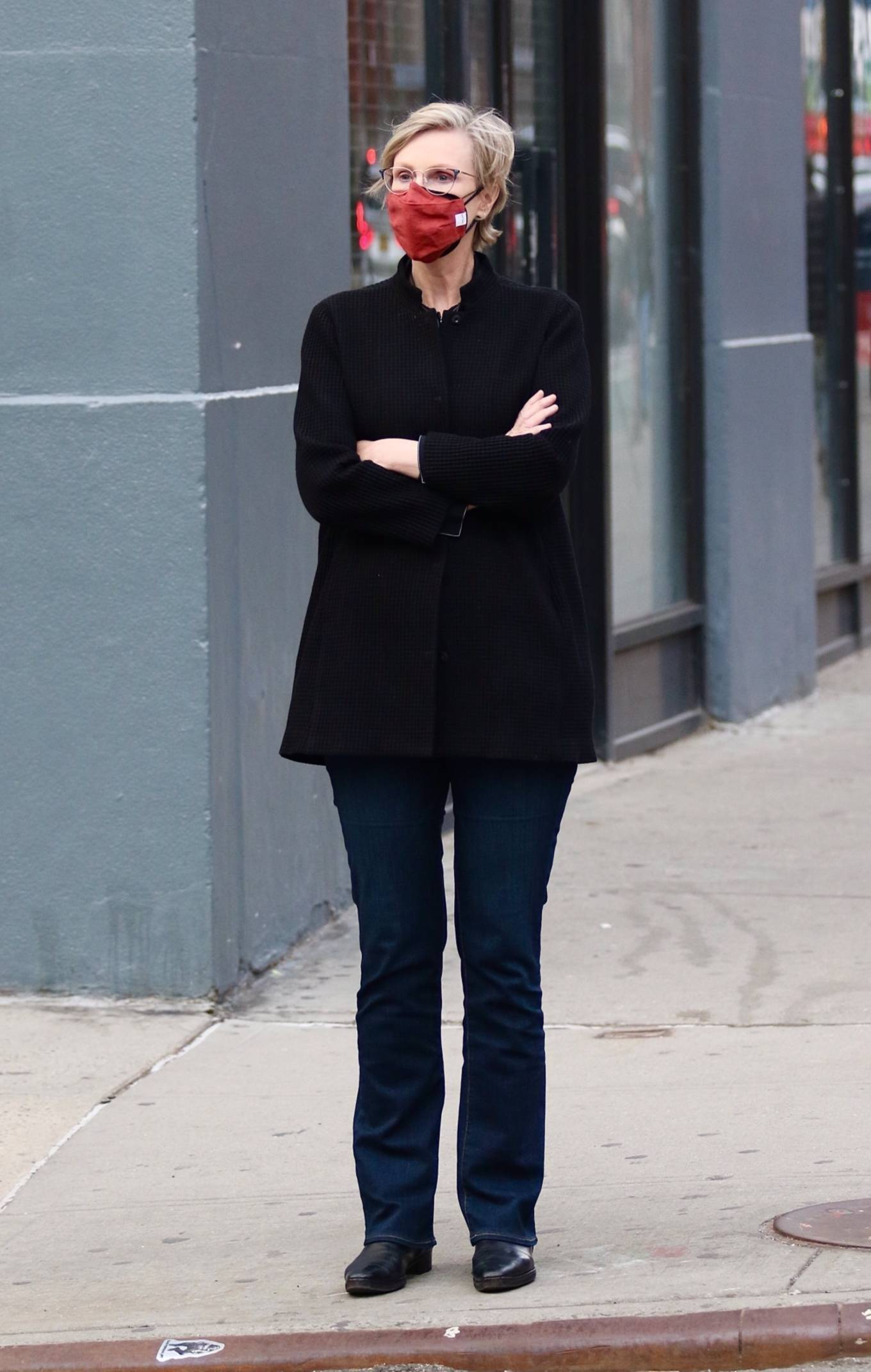 Jane Lynch - Out for a stroll in Manhattan