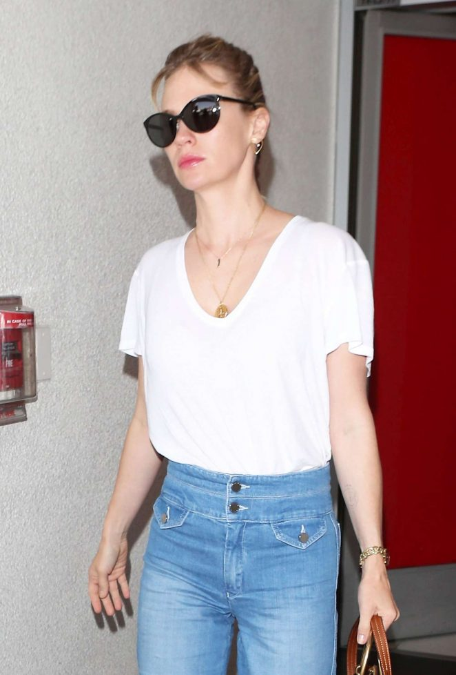 January Jones - Arrives at LAX Airport in LA