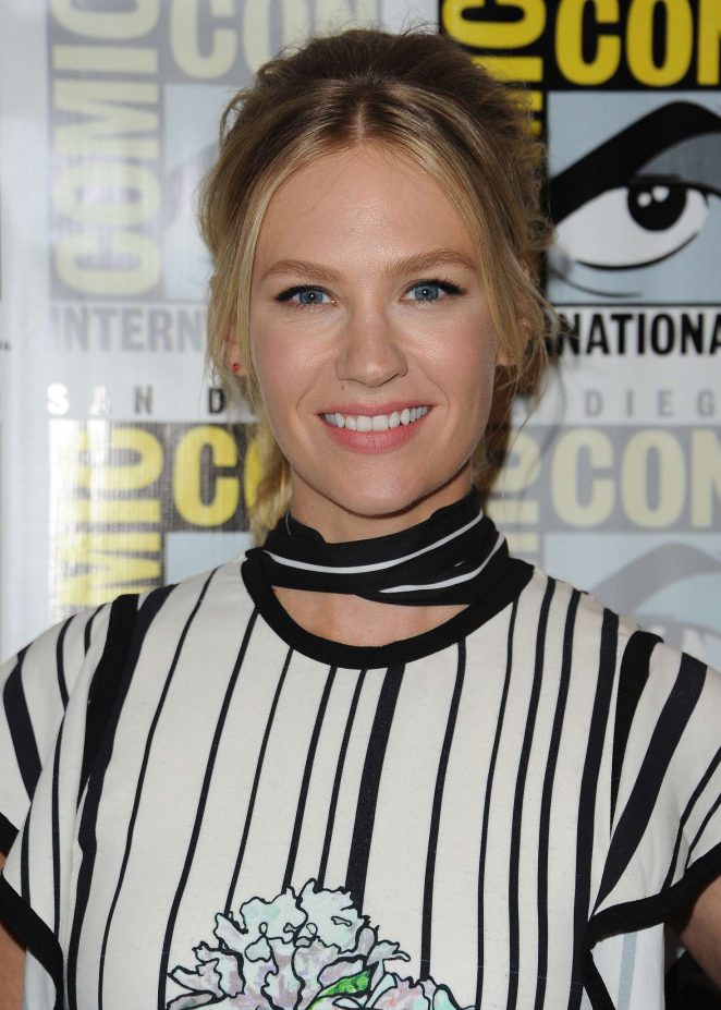 January Jones: Last Man on Earth Press Line at Comic-Con International -08
