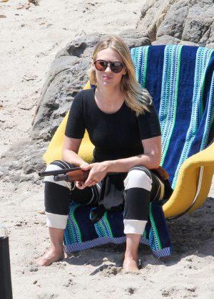 January Jones - On The Set of 'The Last Man on Earth' in Malibu