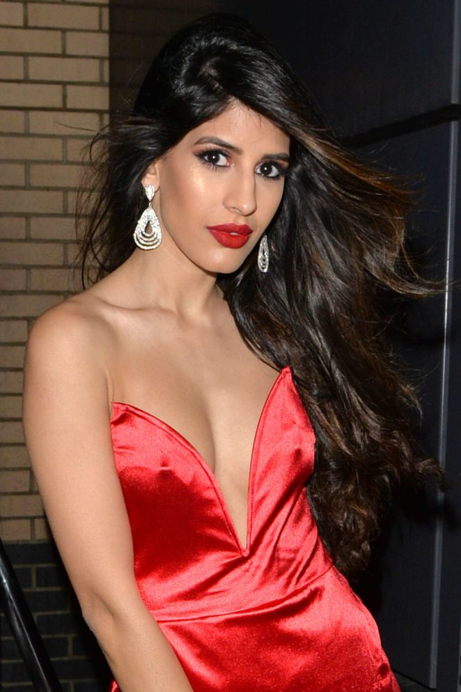 Jasmin Walia in Red Dress - Arrives for Christmas party in London