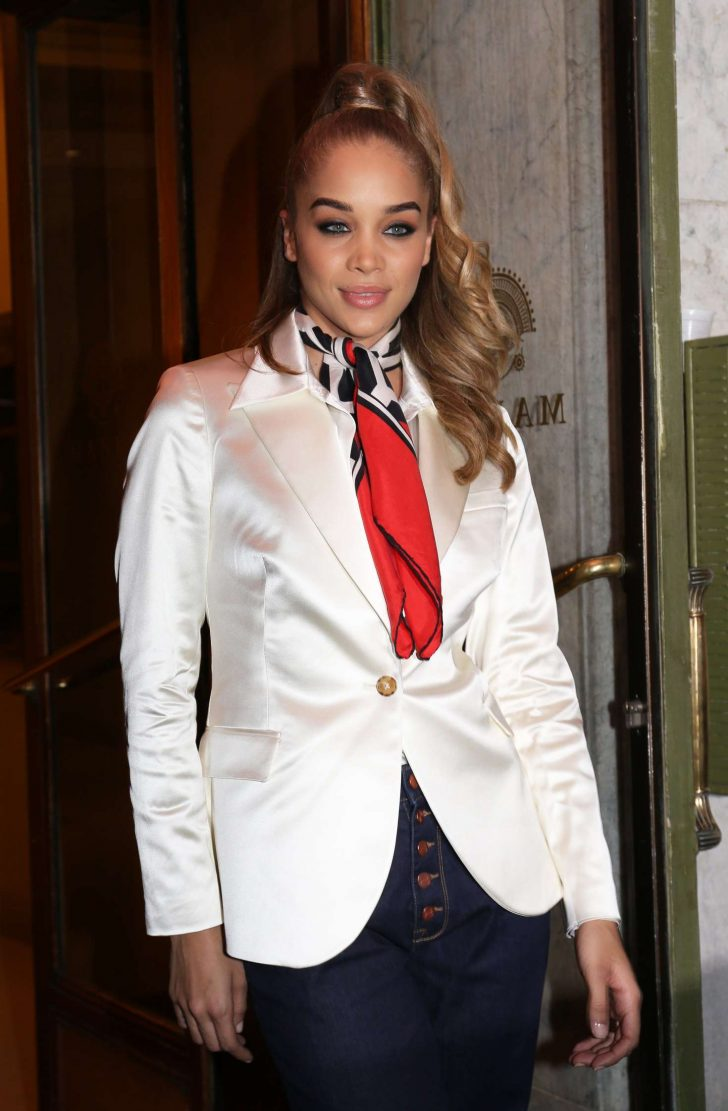 Jasmine Sanders - Arrives at the Tommy Hilfiger TOMMYNOW Spring 2019 in Paris