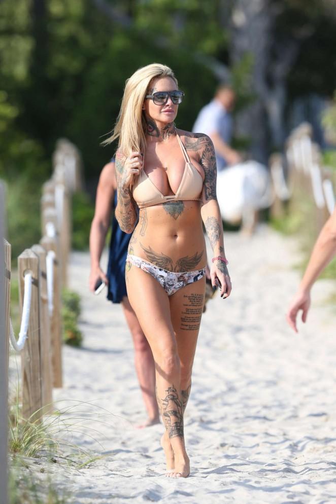 Back to post Jemma Lucy – Bikini Candids in Miami