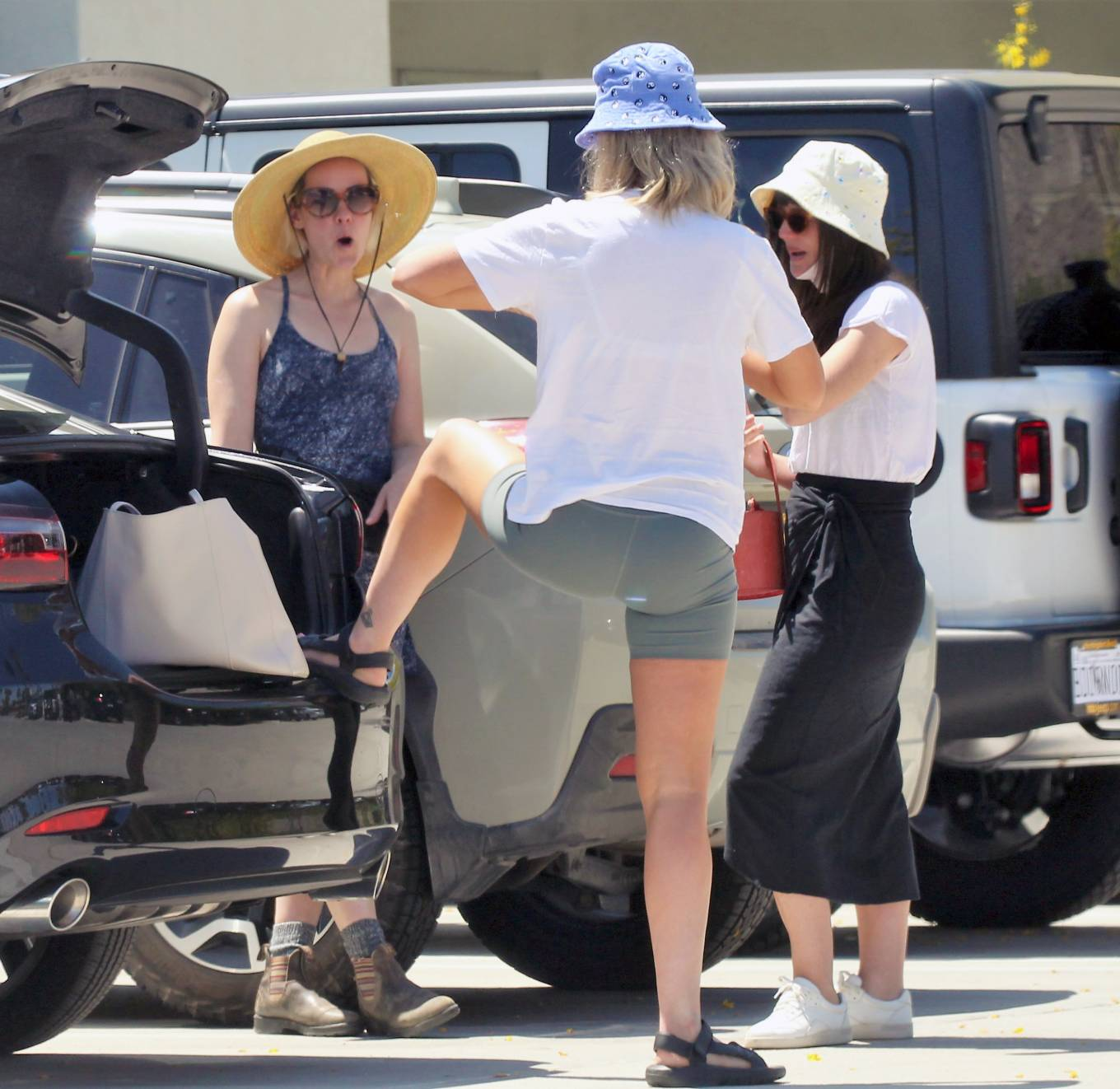 Jena Malone 2021 : Jena Malone – In blue summer mini dres on vacations in Palm Springs-03