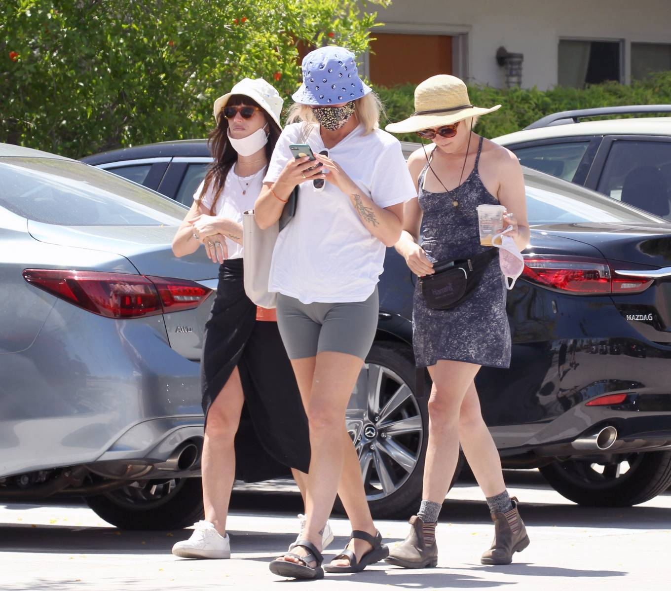 Jena Malone 2021 : Jena Malone – In blue summer mini dres on vacations in Palm Springs-16