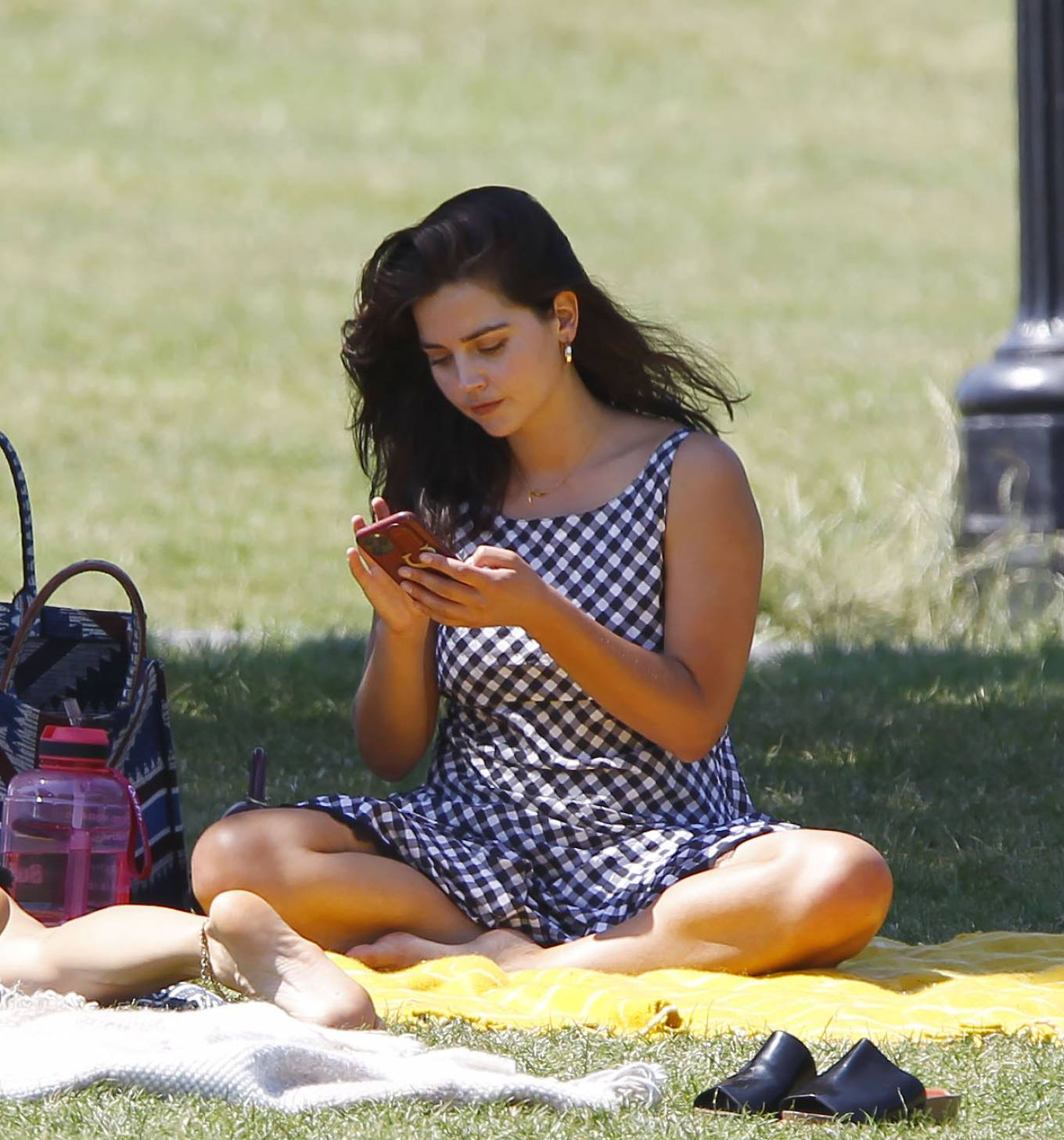 Jenna Coleman - Enjoying a picnic with a female friend in a London park
