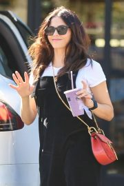 Jenna Dewan - Hits up Earth Bar in Los Angeles