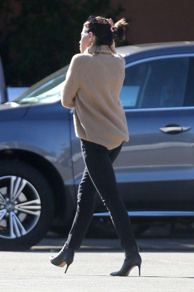 Jenna Dewan in Black Jeans -02