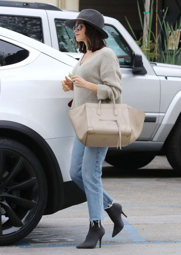 Jenna Dewan in Jeans and Hat -07