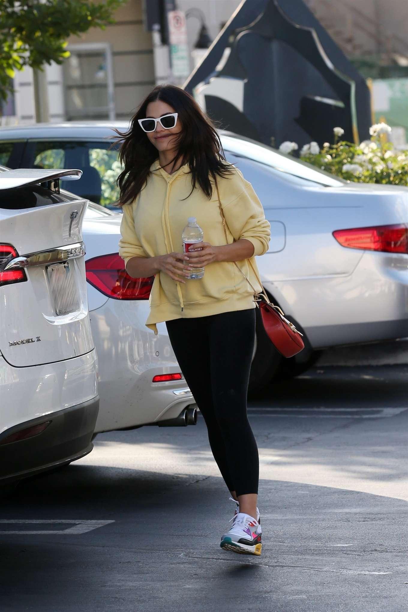 Jenna Dewan 2019 : Jenna Dewan in Leggings – Out in Encino-05