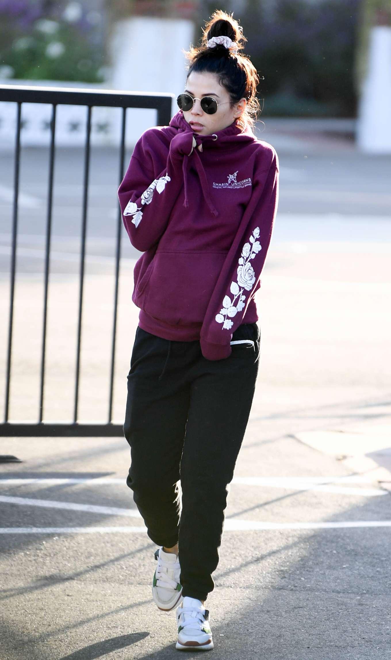 Jenna Dewan 2019 : Jenna Dewan – Out for a morning walk in Encino-02