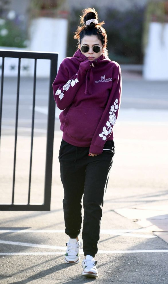 Jenna Dewan 2019 : Jenna Dewan – Out for a morning walk in Encino-03
