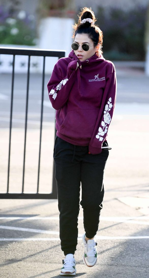 Jenna Dewan 2019 : Jenna Dewan – Out for a morning walk in Encino-04