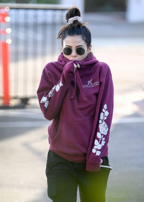 Jenna Dewan - Out for a morning walk in Encino