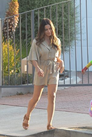 Jenna Dewan - Out for a stroll in Los Angeles