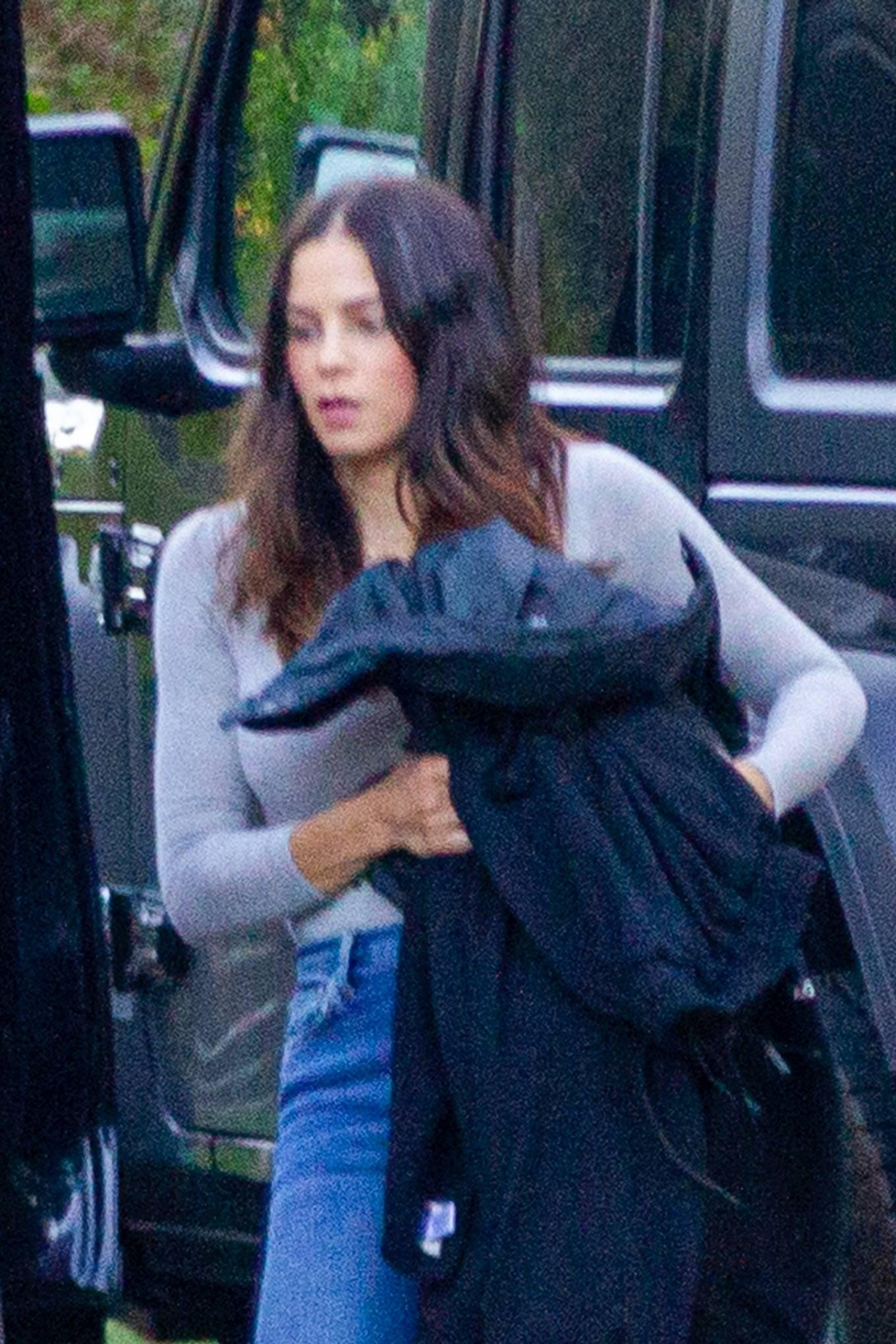 Jenna Dewan - Ready for a road trip in Los Angeles