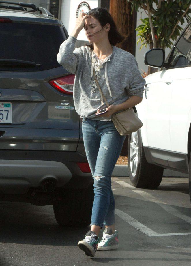 Jenna Dewan Tatum at a Beauty Shop -06