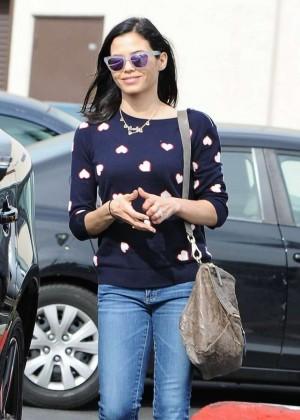 Jenna Dewan Tatum in Jeans Shopping in Los Angeles