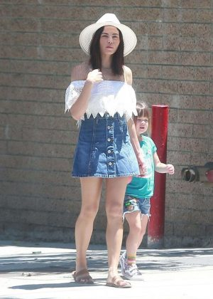 Jenna Dewan Tatum with daughter Everly at the Farmer's Market in LA