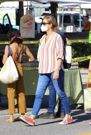 Jenna Fischer at the Farmer's Market in Studio City