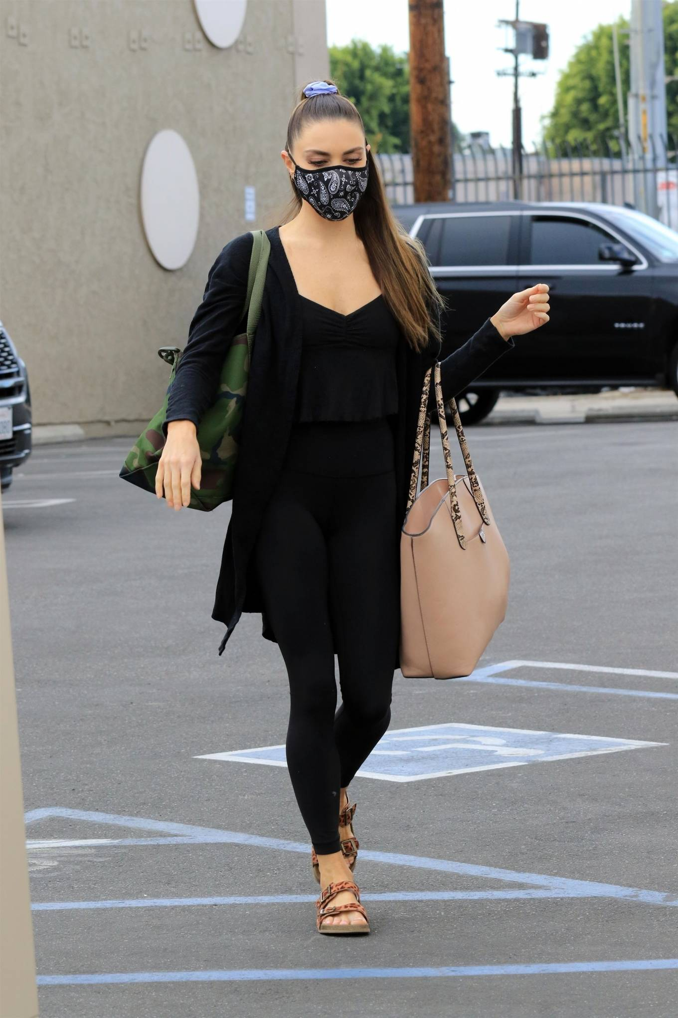 Jenna Johnson 2020 : Jenna Johnson – Arriving at a dance studio in Los Angeles-02
