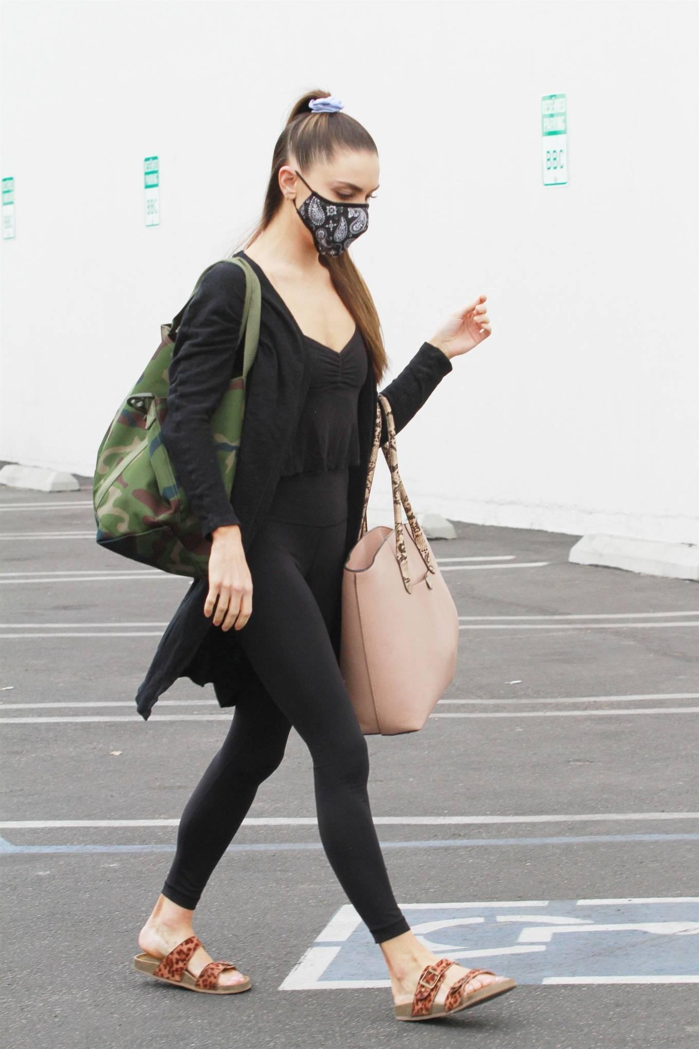 Jenna Johnson 2020 : Jenna Johnson – Arriving at a dance studio in Los Angeles-06