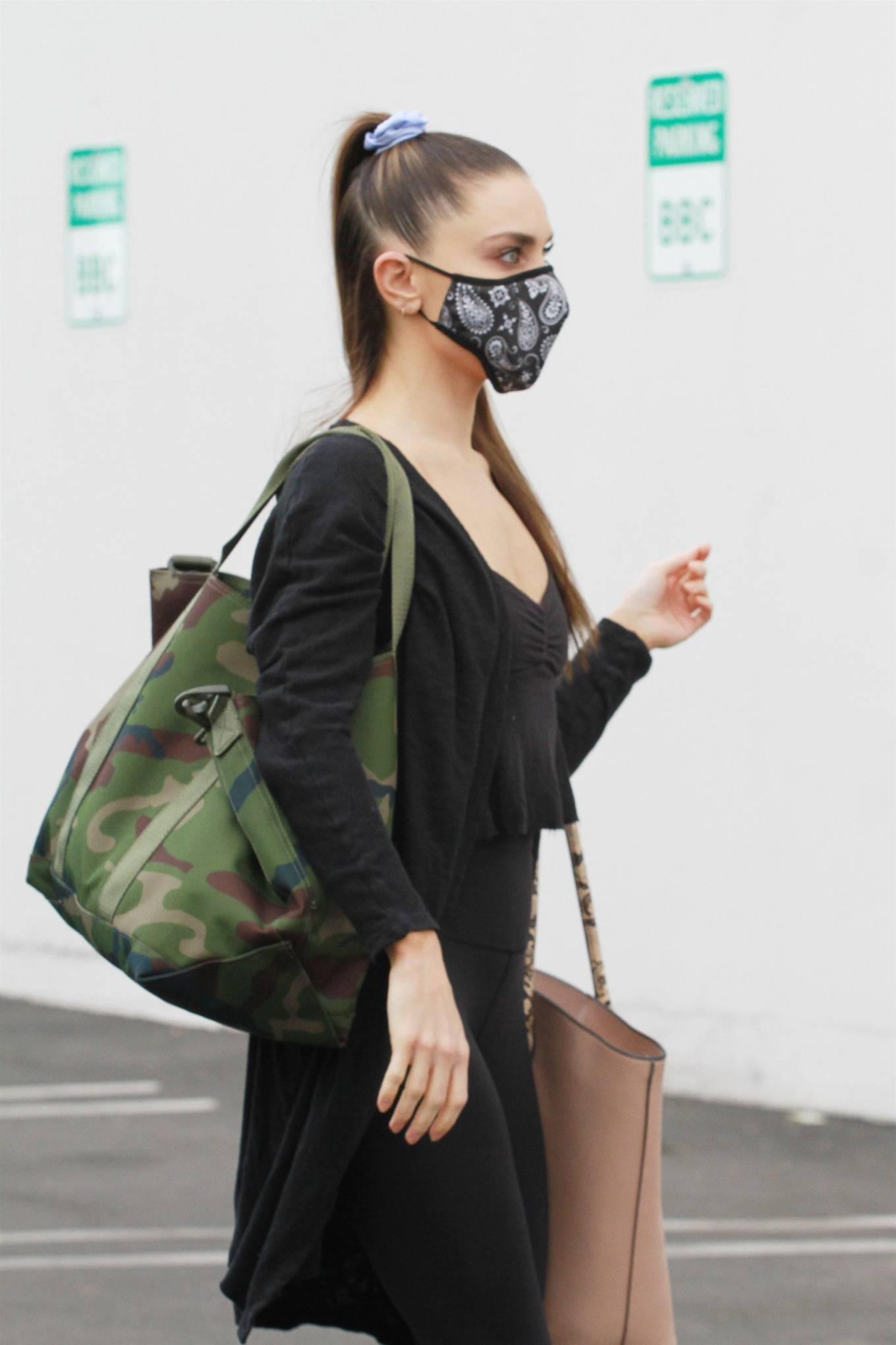 Jenna Johnson 2020 : Jenna Johnson – Arriving at a dance studio in Los Angeles-12